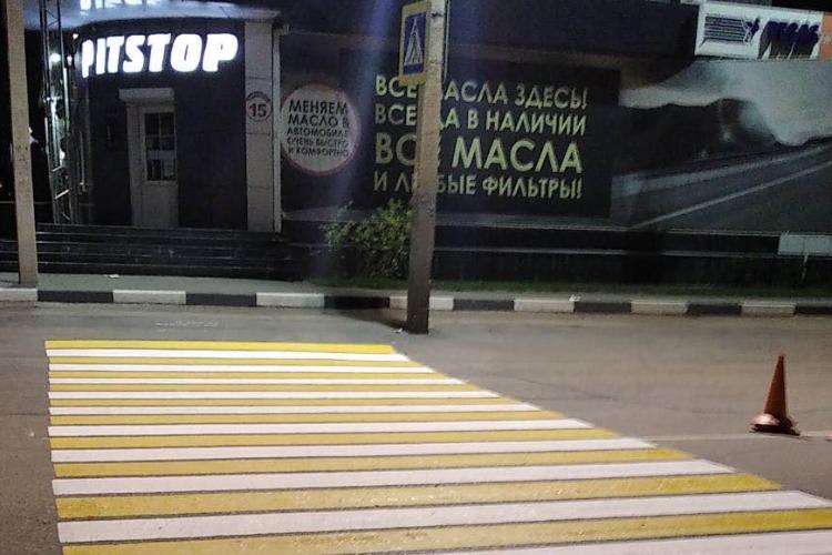 Дорожники привели в порядок зебры на Комарова