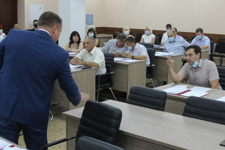 Роман Ирисов и Денис Мамаев поговорили на повышенных тонах по поводу избрания Сергея Василенко