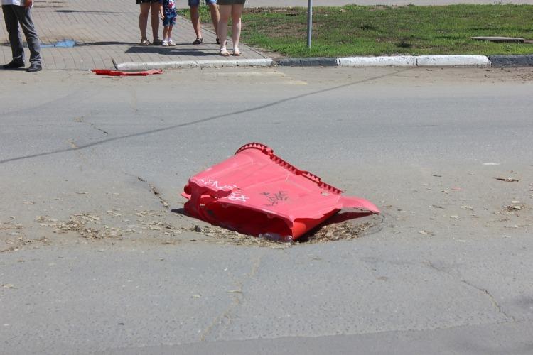 На проспекте Героев обвалилось дорожное покрытие. Причем здесь Т Плюс?