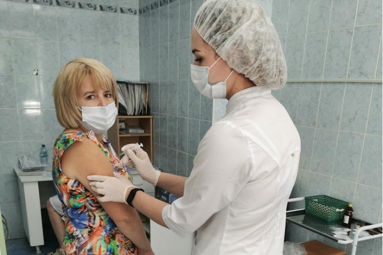 Делай, как я! Главврач горбольницы Надежда Крючкова привилась от коронавируса