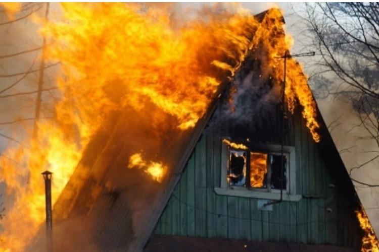 В селе под Балаковом сгорел дом