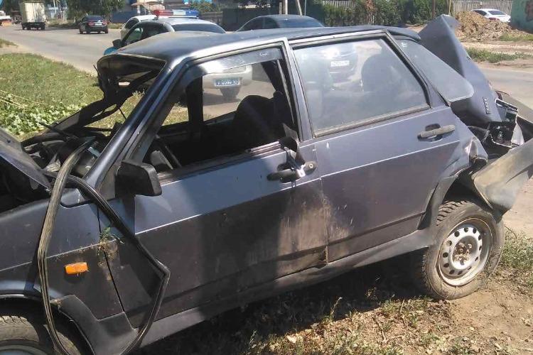 В Балаково после столкновения с деревом пострадала пассажирка Лады