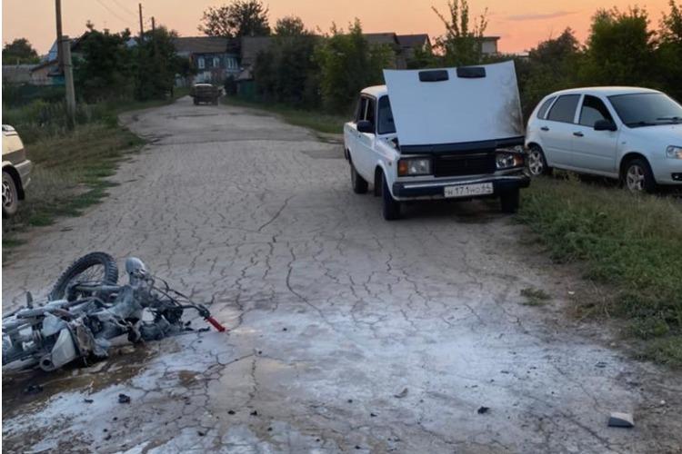В селе под Балаковом получил травмы сбитый Жигулями юный байкер