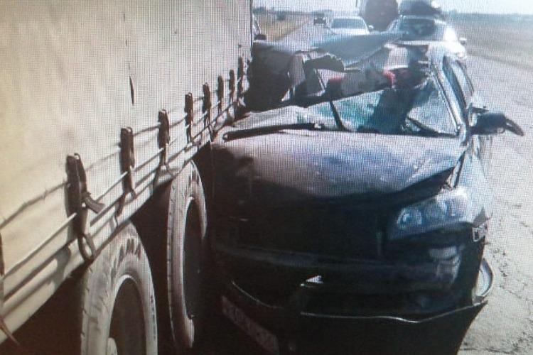 Под Балаковом после столкновения с фурой получил травмы пассажир Geely