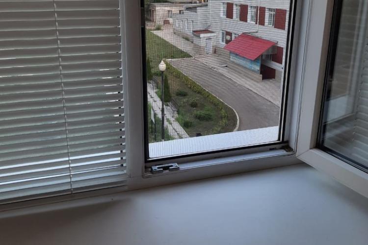 Читатели Sutynews: В Балаково больничная печка чадит в окна роддома