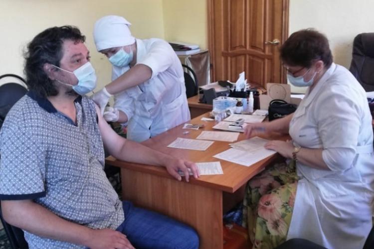 В Балаково артисты ТЮЗа коллективно прививаются от коронавируса