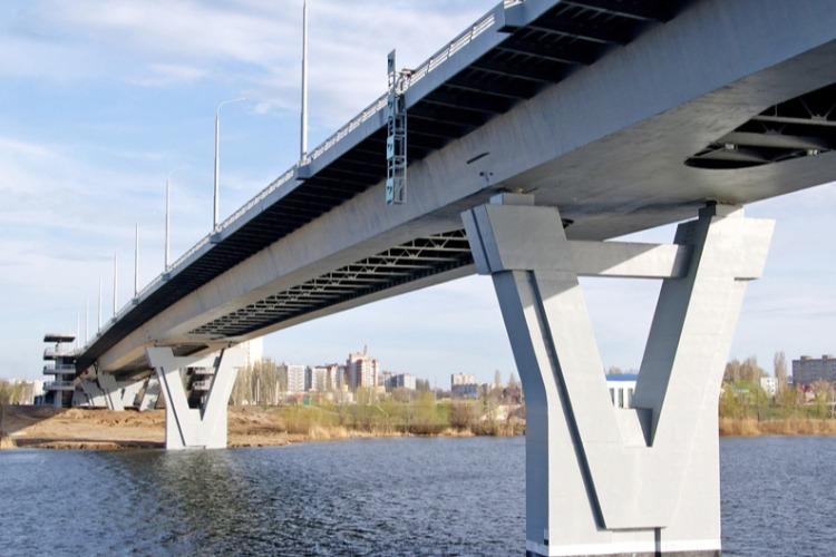 В Балаково женщина упала с моста Победы