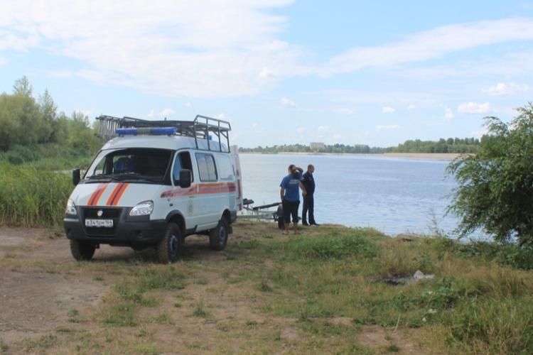 Спасатели продолжают искать тело упавшей с моста Победы в Балаково