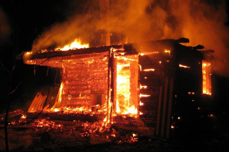 В селе под Балаковом горела баня