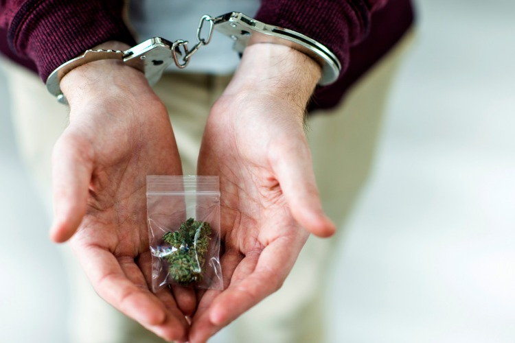 Житель Балаково получил срок за хранение 0,4 грамма наркотика