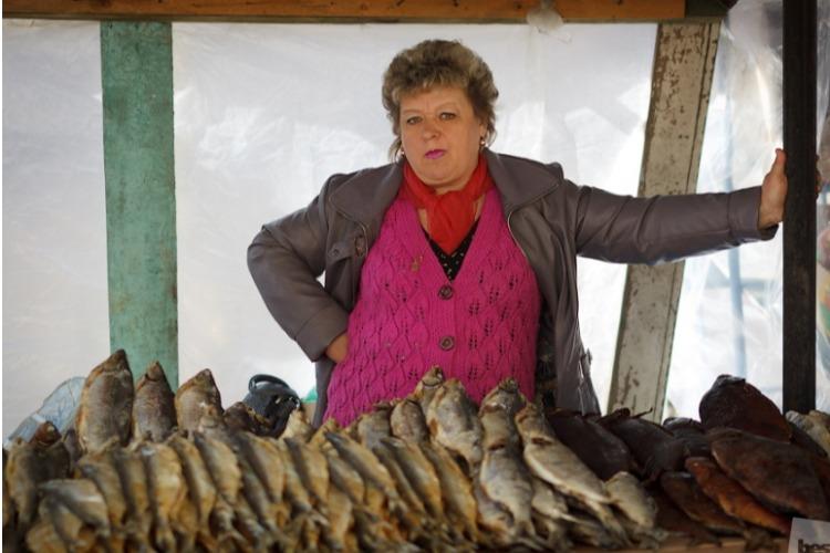 Власти оштрафовали торговцев сушеной рыбой, кукурузой и арбузами