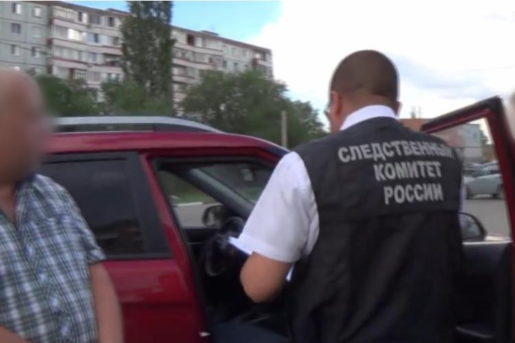 В Балаково ФСБ задержала руководителя фирмы, подозреваемого в коммерческом подкупе на 220 тысяч