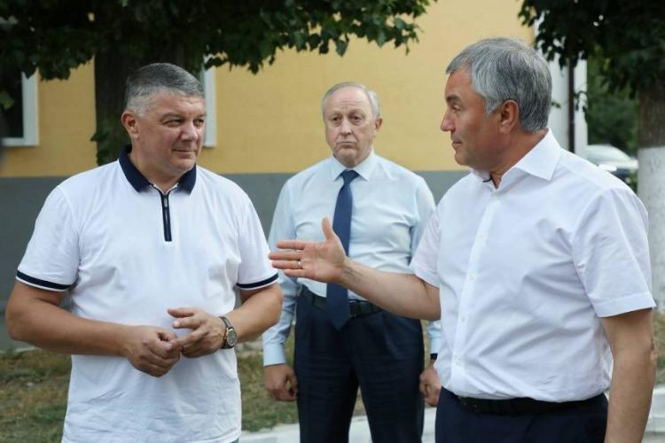 После жесткой критики Вячеслава Володина посыпались главы на Вольской стороне