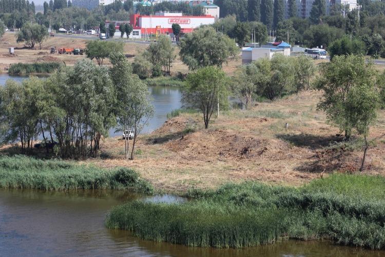 Местные власти 2 недели молчат о секретном благоустройстве берега в Балаково. Есть ли криминал?