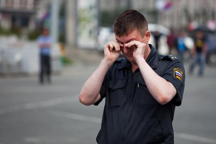 Пьяный житель Балаково избил полицейского на крыльце бара