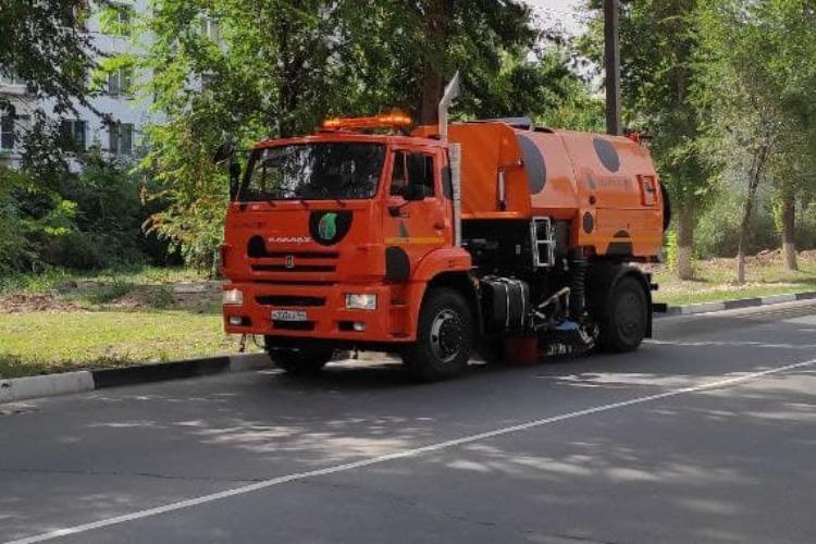 На улицы Балаково вышла новая коммунальная техника