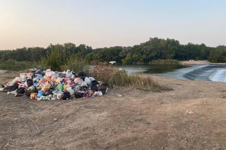 Волонтеры убрали 10 тонн мусора с водопадов под Балаковом