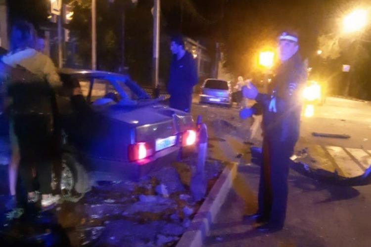 В Балаково четыре женщины пострадали от удара Лады в столб