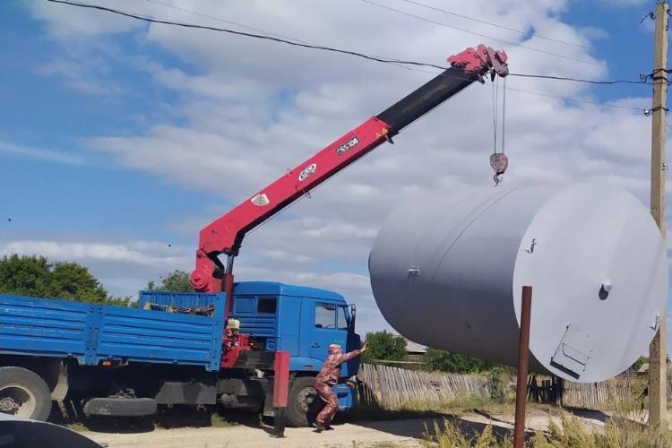 В Маянгу привезли ещё одну водонапорную башню