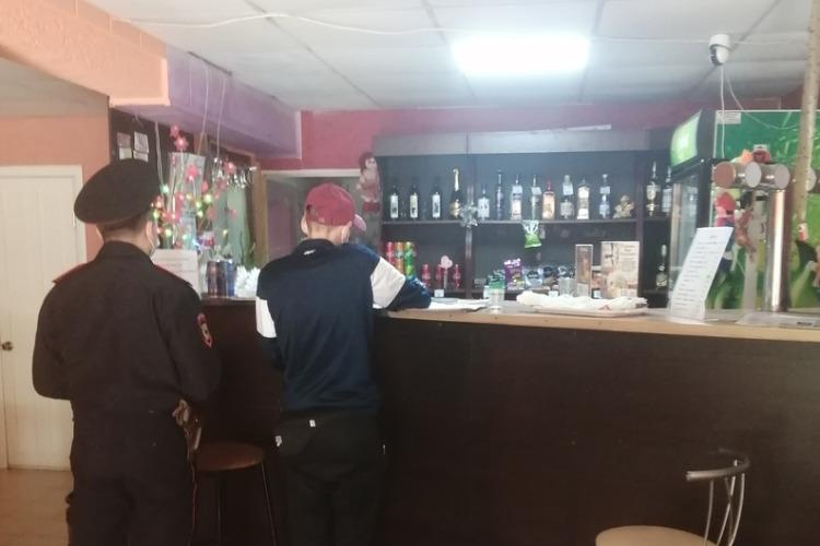 В Балаково 2 магазина торговали спиртным в запретный День тревости