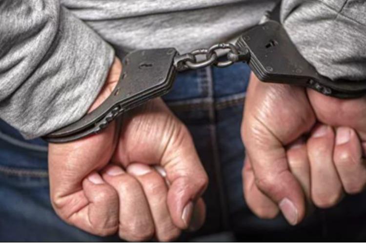 Двое рецидивистов ночью ограбили жителя Балаково. Приговор
