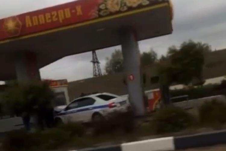 Большегруз заставил патруль ГИБДД протаранить бензоколонку в Балаково