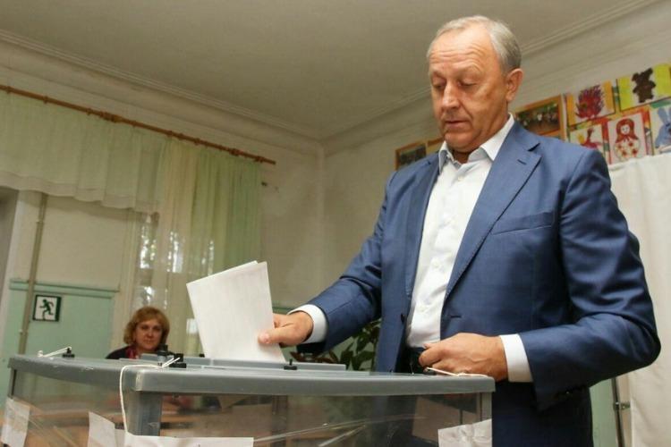 Губернатор Валерий Радаев в преддверии 3-дневных выборов в госдуму обратился к землякам