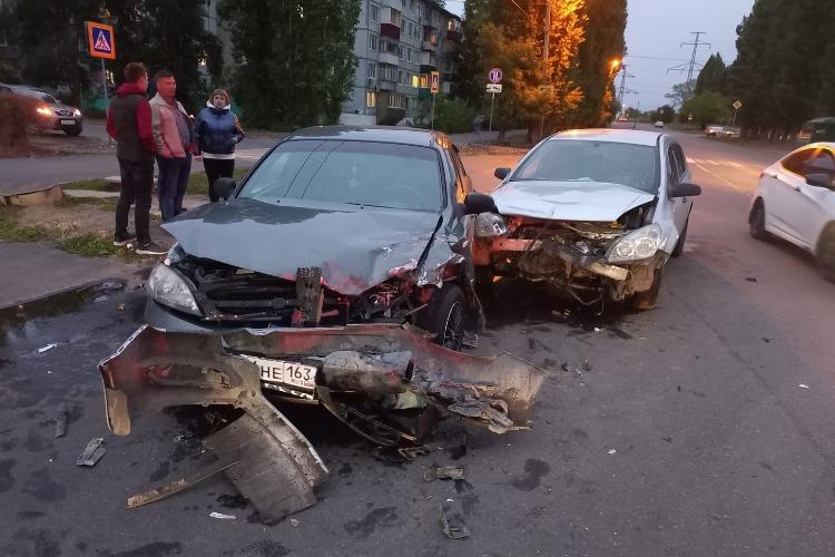 В Балаково в столкновении двух иномарок пострадала двухлетняя девочка
