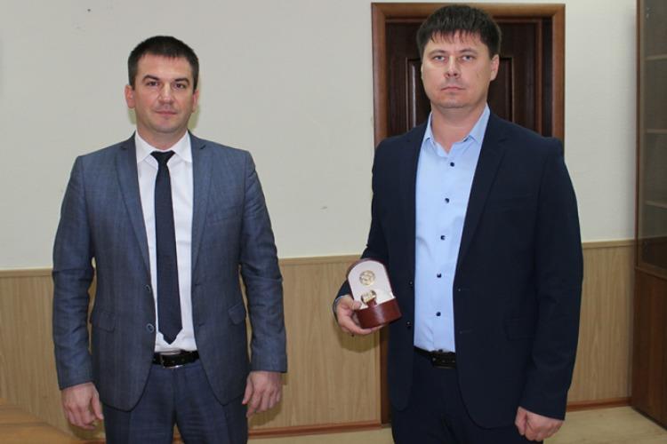За раскрытие зверского убийства сотрудники УГРО Балакова награждены наручными часами