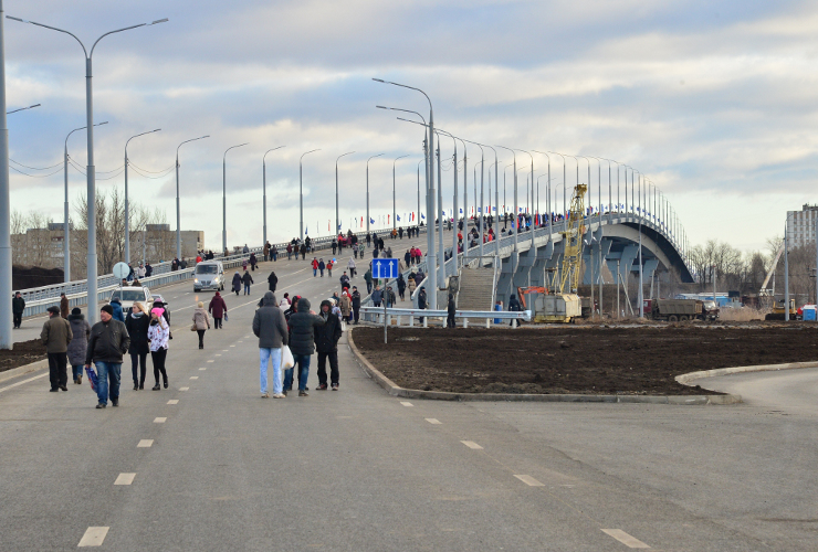 На шею Балакову пытаются повесить сразу два моста