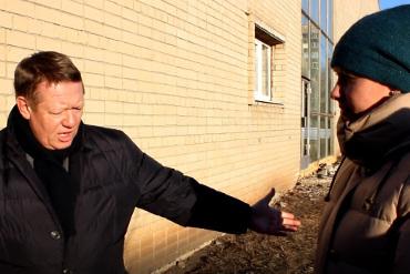 Инспекция спортобъектов Балакова. Скорость порою затмевает качество. Видео