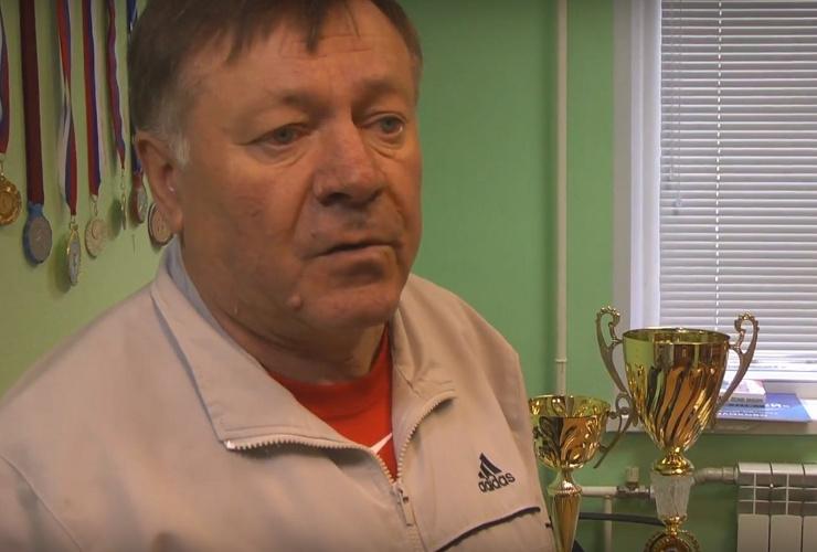 Тренер Евгений Кувшинов уходит, но дворовый хоккей останется