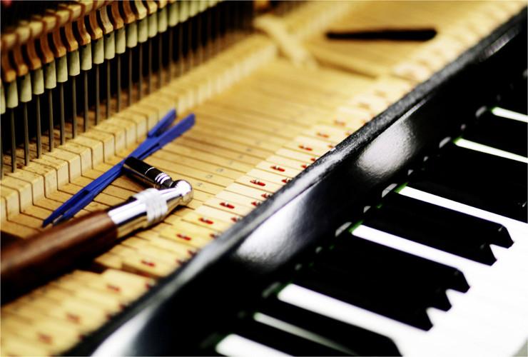 Настройщик фортепиано и... доброй памяти