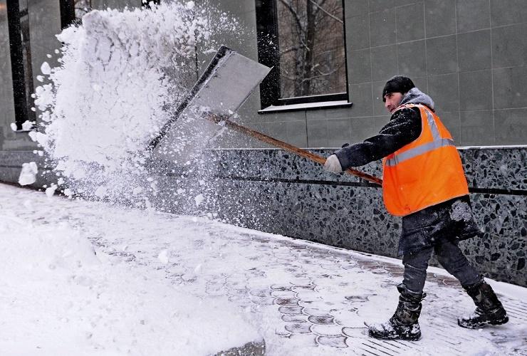 Снег падает на всех... Но как его чистят? Наш Опрос Недели