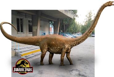 Юрский парк Балакова 4. До детской поликлиники добрался гигант бронтозавр