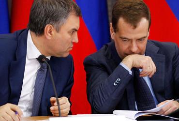 Перекроить Конституцию? О чем поспорили Вячеслав Володин и Дмитрий Медведев