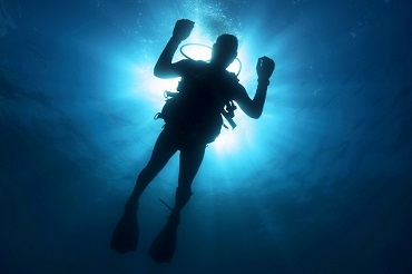 Шансов выжить не было. В нижнем бьефе Саратовской ГЭС идут поиски четырёх рыбаков с затонувшей лодки