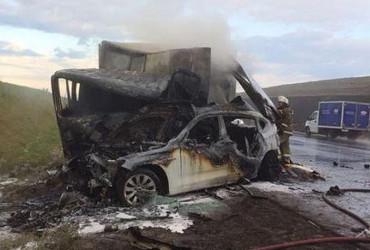 Водителя грузовика успели вытащить из горевшей кабины, пара в BMW была приговорена. Подробности аварии, в которой погиб Андрей Володихин с женой. Фото