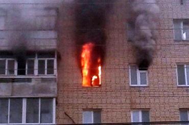 Открытый огонь на 8-м этаже. Накануне в Балакове горела квартира. Подробности ЧП. Фото