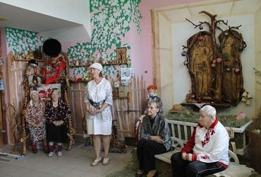 Клиенты дома-интерната побывали в Музее Хваленого яблочка. Фото