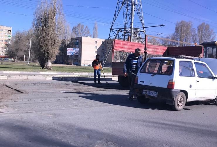 Ямочный ремонт дорог Балакова онлайн. Саратовское шоссе у путепровода