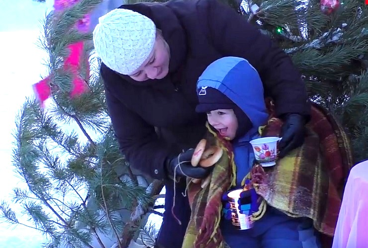 Угоститесь Клубничным Рождеством. Наш репортаж