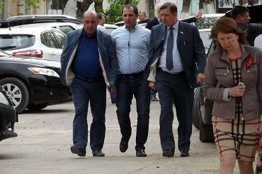 Награда нашла героя. Отныне дорожник Арарат Киракосян - полноправный Заслуженный строитель России