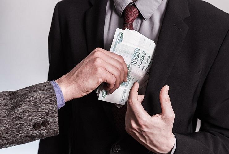 Сотрудника Балаковорезинотехники обвиняют в 255-тысячном коммерческом подкупе