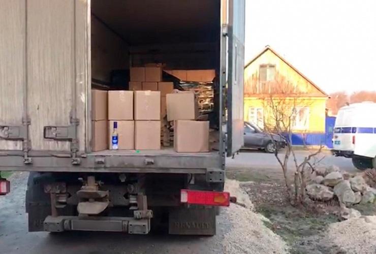 Полицейские изъяли алкоголя и сигарет на 2 миллиона рублей