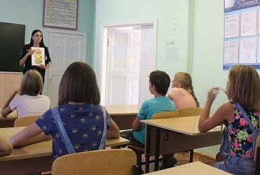 Школьникам напомнили о важности ремней безопасности. Фото