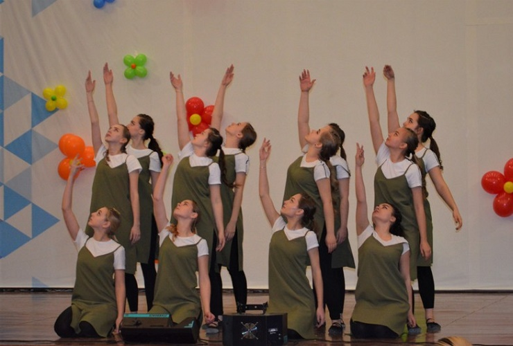 60 танцевальных номеров показали на Студвесне