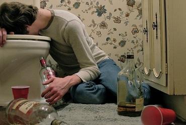 Юный балаковец отравился алкоголем в День России