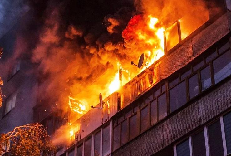 Ночной пожар на балконе перепугал балаковцев