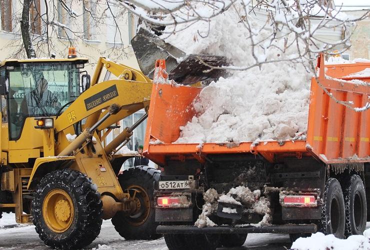 Вывоз снега из дворов Балакова приостановлен